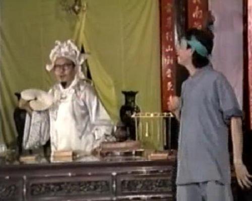 Phiên xét xử với nhiều tình huống hài hước trong tiểu phẩm hài 'Huyện Quan Xử Bợm Bảy'