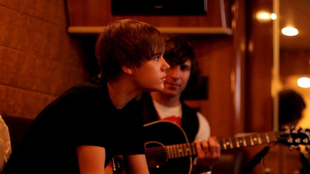 Bộ phim thuộc thể loại tài liệu, kể về cuộc đời Justin Bieber