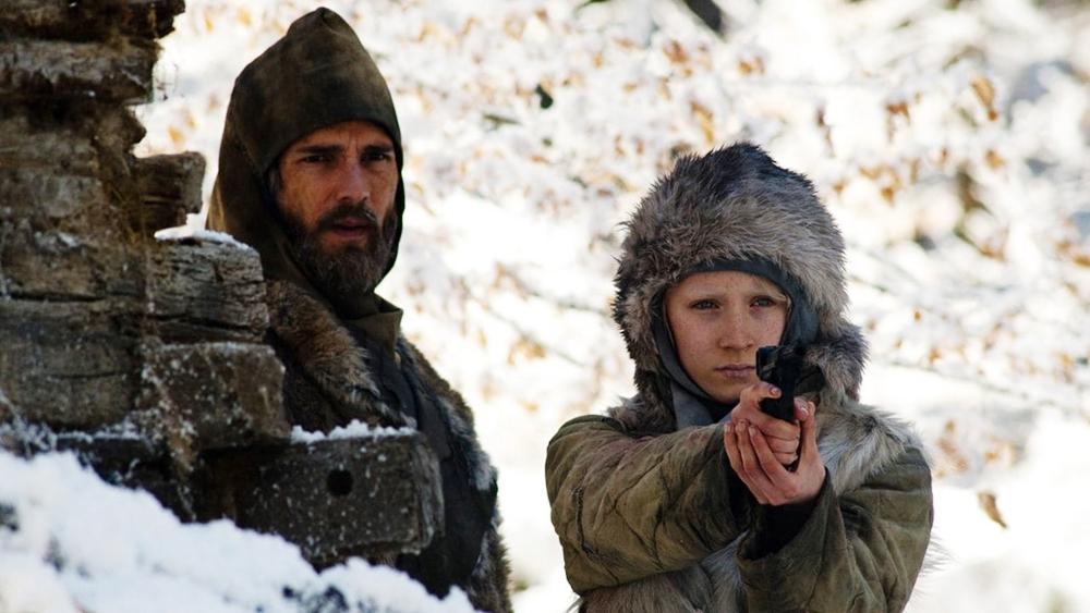 Cô được cha mình - một người từng làm việc cho CIA huấn luyện trong một khu rừng ở Phần Lan