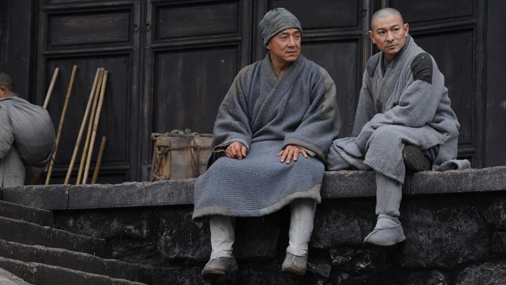 Trong lúc này, Hầu Kiệt lưu lạc ở Thiếu Lâm Tự và được hòa thượng phụ trách nhà bếp Ngộ Đạo điểm hóa...