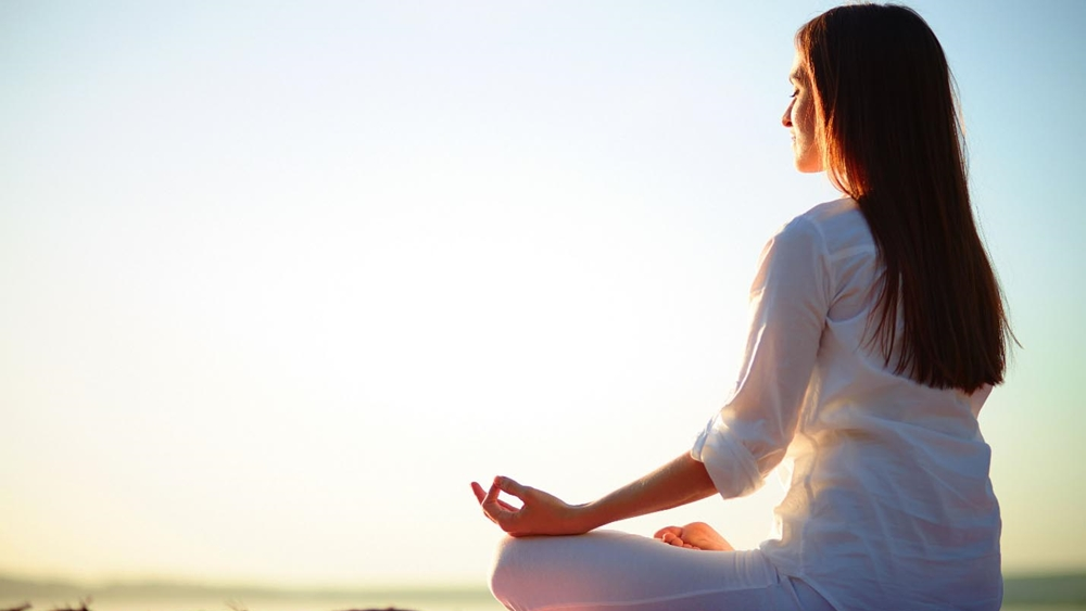 Vào buổi sáng, không khí trong lành là thời điểm tốt nhất để thực hiện các bài tập thể dục nói chúng và luyện tập yoga nói riêng.