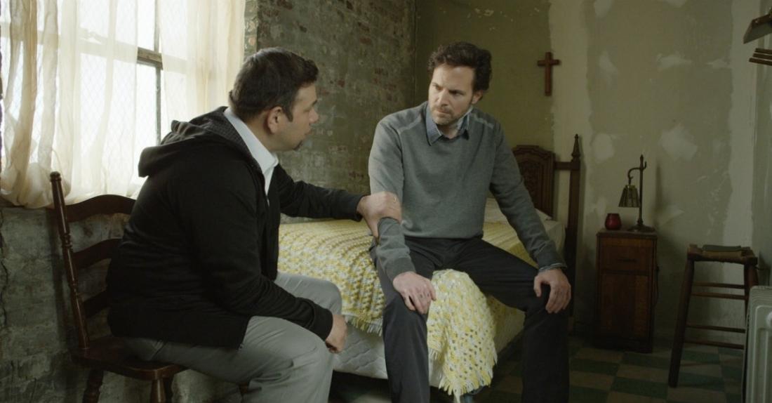 Trong lúc bị giam cầm, Carlos bỗng khám phá ra đức tin của mình dành cho Chúa.