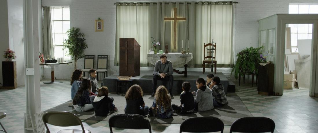 Khi được phóng thích, Carlos trở thành mục sư và cam kết sẽ bảo vệ cho các thanh niên trong băng đảng cũ của mình khỏi bị gây rối.