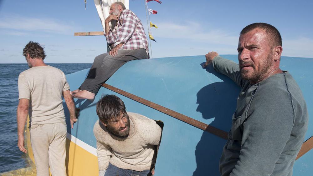 Bốn người đàn ông tưởng như phải bỏ mạng vì vụ lật thuyền