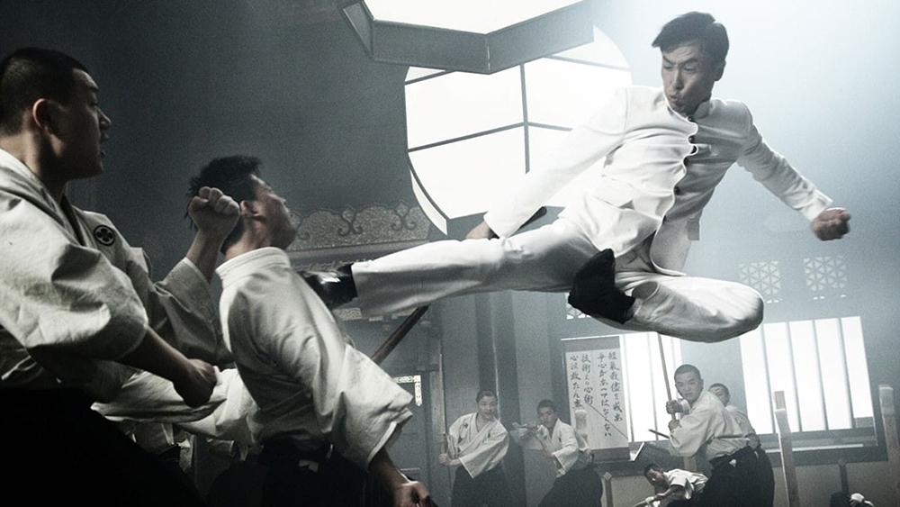 Trần Chân xuất hiện như một hiệp sĩ với tinh hoa võ nghệ, bắt đầu cuộc chiến đấu sinh tử chống lại cái ác