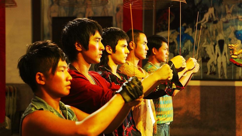 Muỗi, Monk, Rồng, Khỉ và A Bá là bạn học cùng trường phổ thông và cùng là thành viên của ''Băng đảng Hoàng tử''