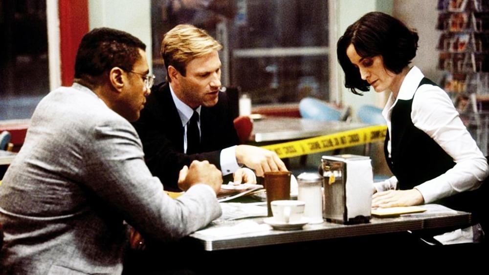 Họ cùng nhau điều tra và giải quyết vấn đề chết người này rồi khám phá ra sự thật đằng sau tên giết người đó