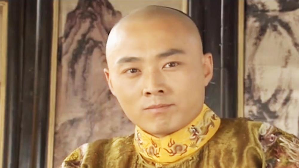 Vua Hàm Phong lại không có con nối dõi, nên rất nhiều cặp mắt dòm ngó vào ngôi vị hoàng đế tương lai