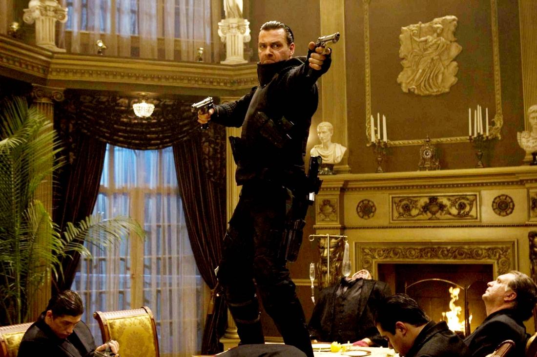 Sau khi trả thù những kẻ đã mưu sát cả gia đình mình, cựu nhân viên FBI Frank Castle bắt đầu tuyên chiến và tiêu diệt giới tội phạm.