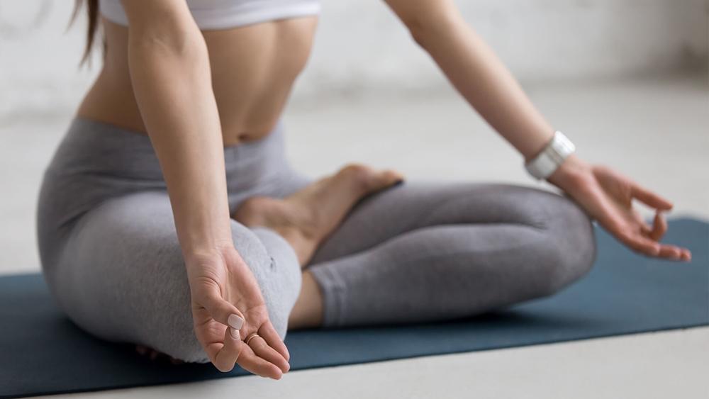 Yoga giúp cải thiện cơ bắp, tăng tính linh hoạt, giúp cân bằng, thư giãn và giảm stress.