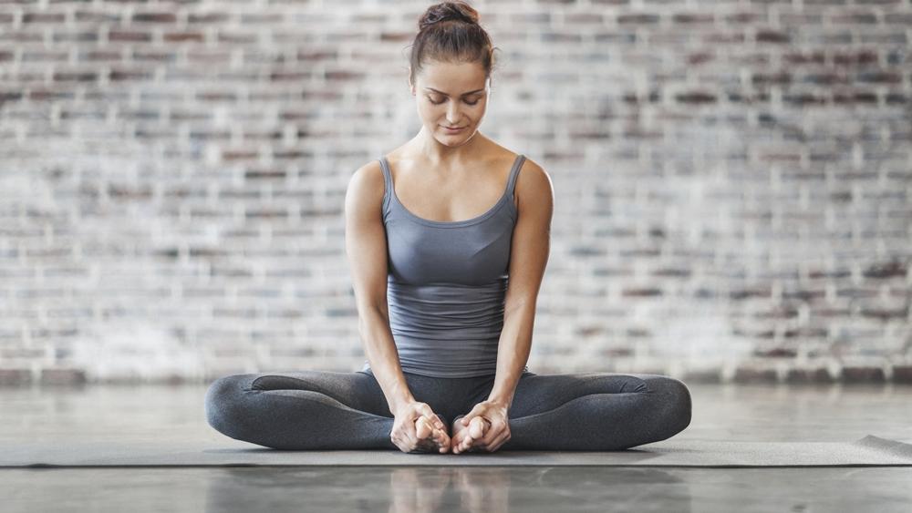 Bạn sẽ biết cách tập một số động tác yoga cơ bản ngay tại nhà, hỗ trợ sức khỏe tinh thần và thể chất của bạn.