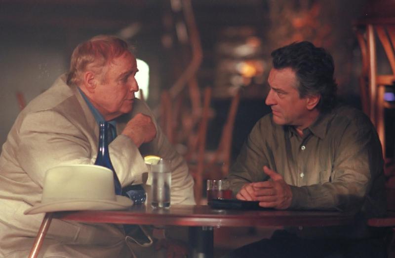 Nick Wells - kẻ có vỏ bọc bên ngoài là ông chủ một quán rượu danh giá tại Montreal nhưng thực chất ông ta lại là một đạo chích sừng sỏ và khôn ranh.