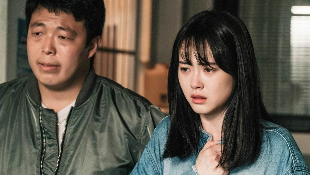 Anh quen biết một cô gái sở hữu năng lực đặc biệt là Kang Ha Ram - người có thể nhìn thấy được cái chết.