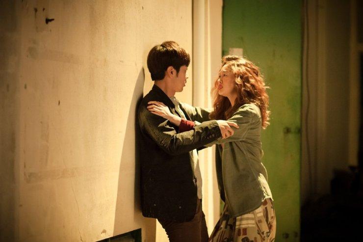 Ba phụ nữ đơn thân, Jae Hwa, Mi Ja và Yoo Ja luôn cố gắng để có thể giành lấy tình cảm của Joon Sub.