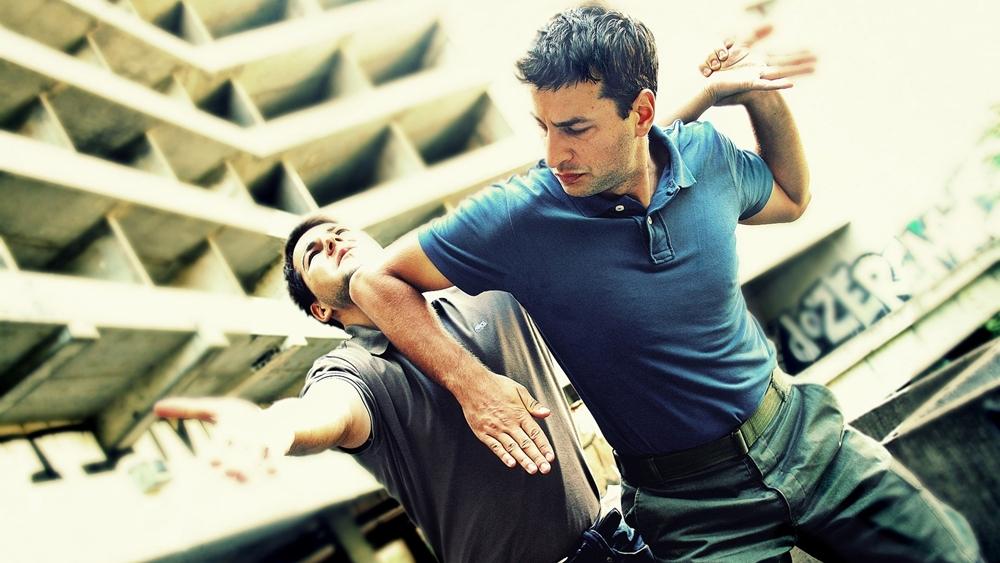Hãy tự cứu lấy mình, trước khi gặp được người tốt bụng. Và luyện tập võ thuật tự vệ là phương pháp hữu hiệu cho bạn trong lúc này.