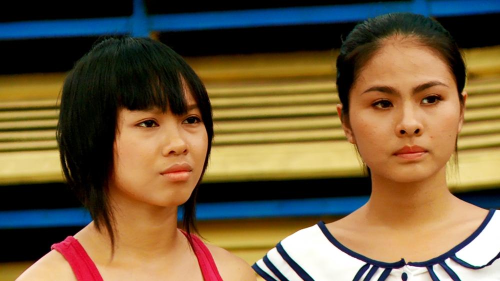 Phim xoay quanh câu chuyện về hai cô gái rất đam mê nhảy múa là Kim và Mai cùng với những màn tranh tài vô cùng đẹp mắt giữa các nhóm nhảy