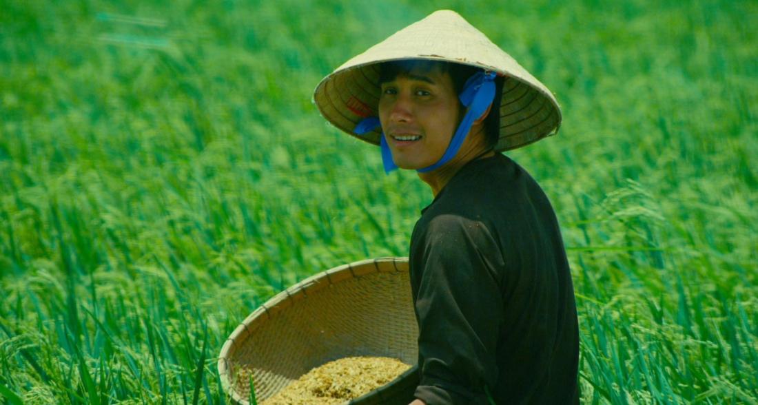 Nhờ tình yêu trong sáng, Dũng đã giúp Thảo vượt qua tất cả và cùng cô về Sóc Trăng, quê của Thảo, để tìm hiểu về quê hương Việt Nam.