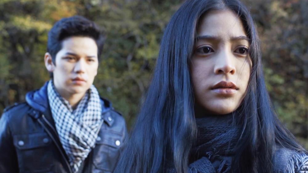 Bạn trai của cô, Khrong, trở nên ghen tuông và chia tay Noona khi cô có cơ hội được tham gia vào video ca nhạc của Makoto