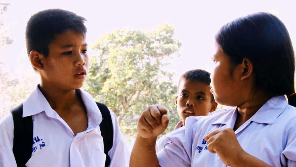 Phim kể về câu chuyện tuổi học trò của cậu bé Panya và cô bé Raenu