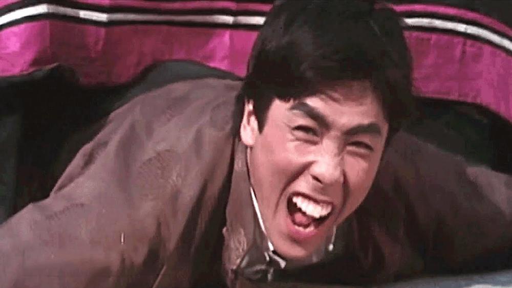 Trần Thôn Xung là công tử của gia đình thương nhân giàu có, thích tự tung tự tác.