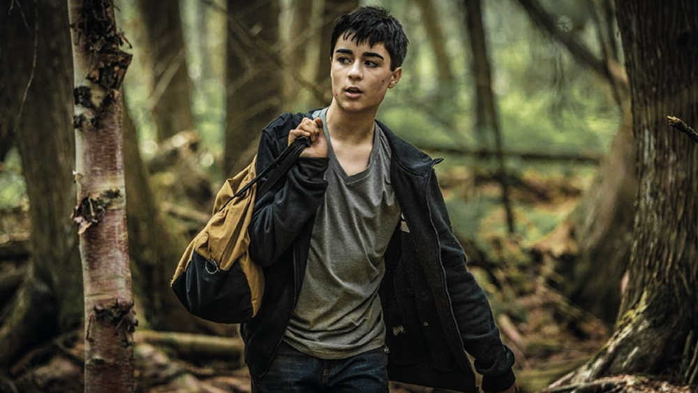 Trên đường đến trường, do gây gổ với bố mình là ông trùm Derek, Aaron đã xuống xe giữa đường