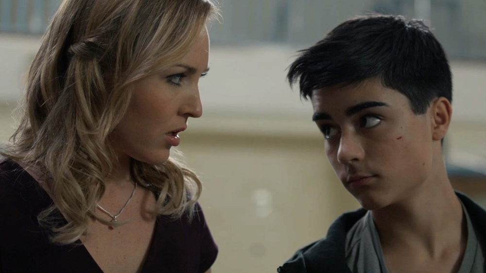 Aaron và cô giáo Amanda đã phải chống chọi với tên cướp đó