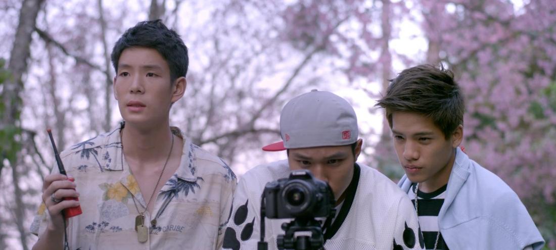 Tee và bạn bè cùng thực hiện những bộ phim ngắn.