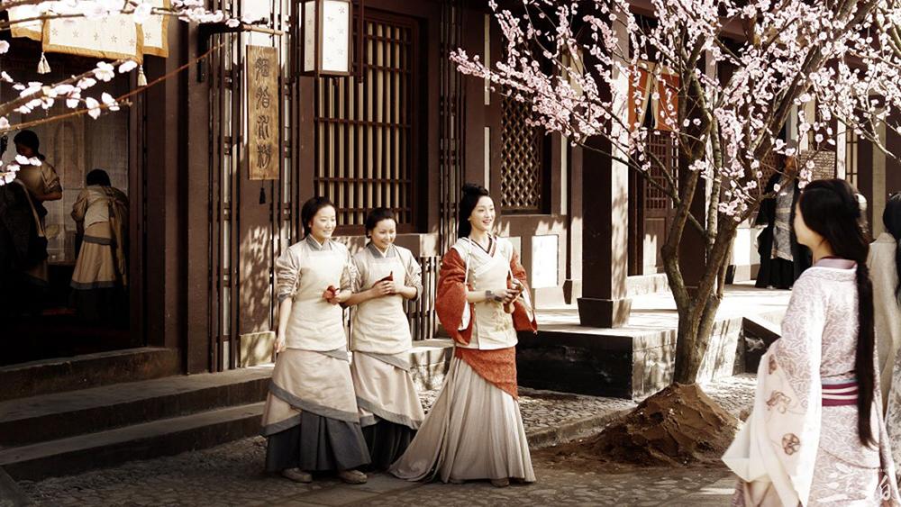 Tiểu Vi đem lòng yêu Vương Sinh, ngày ngày nghĩ kế để hãm hại vợ anh, Bồi Dung