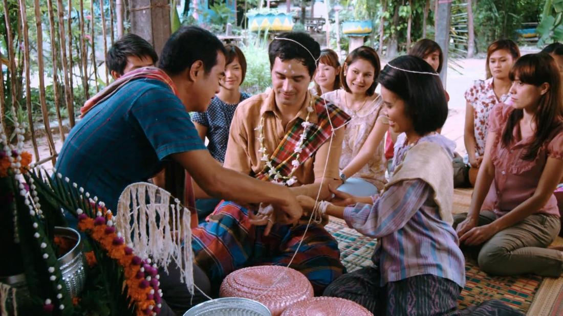Đám cưới giữa chú rể Tây và cô dâu Thái.