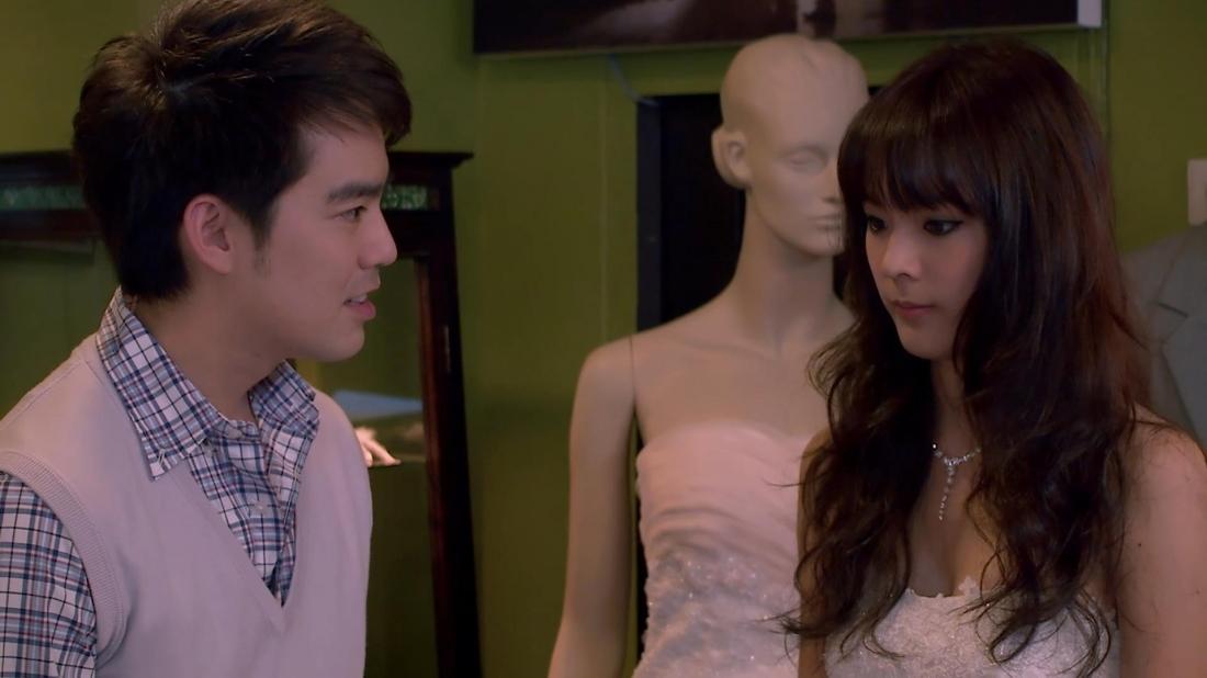 Chồng sắp cưới của Pheng là chàng bác sĩ Pot Pong tuy cứng nhắc nhưng luôn lo lắng, chăm sóc cho cô hết mực.