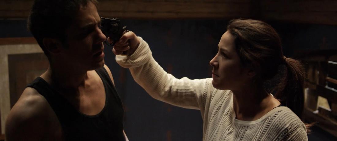 Nhưng mỗi bước tiến sâu vào thế giới ngầm thì ranh giới nhân dạng thật sự giữa Olivia và Lorena càng trở nên mờ nhạt.