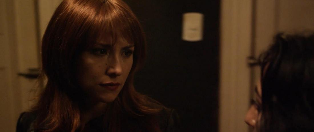 Bị ám ảnh bởi việc tìm cô gái kia, Olivia bước vào mê cung tăm tối của hệ thống phương thức nhờ thu tại Chi Lê.