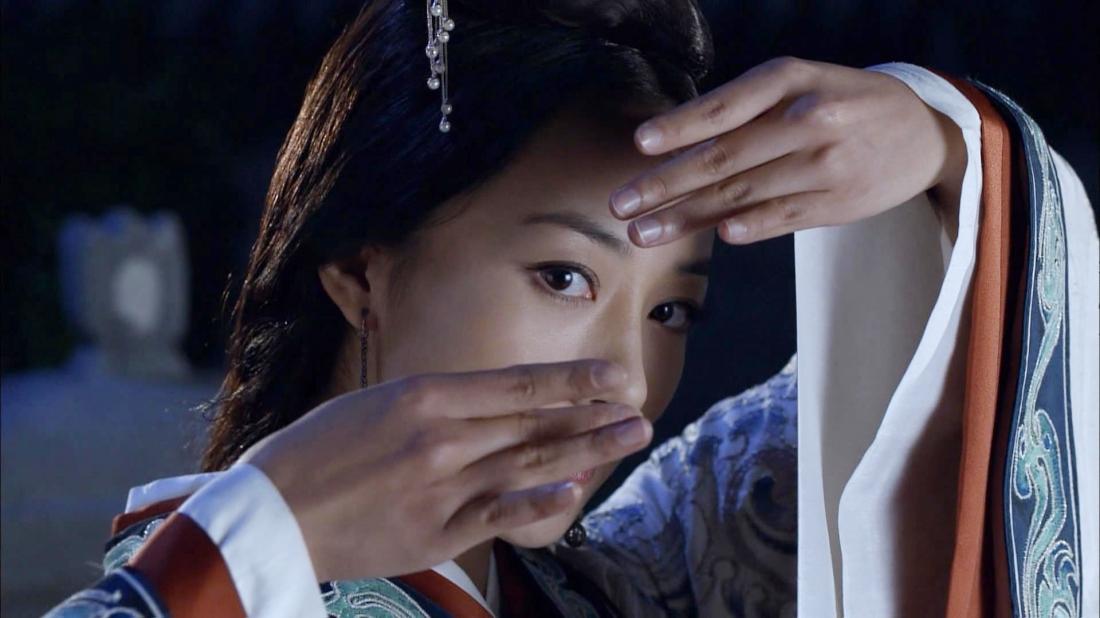 Nữ diễn viên xinh đẹp Hàn Tuyết trong vai mỹ nhân Điêu Thuyền.