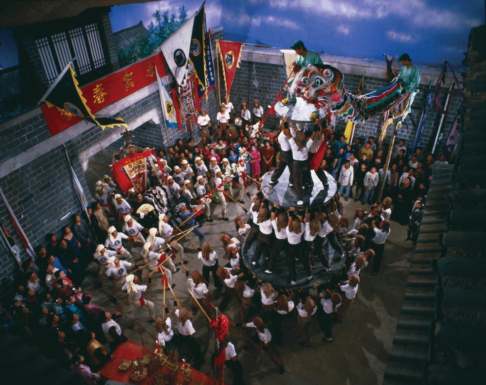 Bộ phim xoay quanh mâu thuẫn, hận thù, ân oán giữa những đội múa lân Trung Hoa.