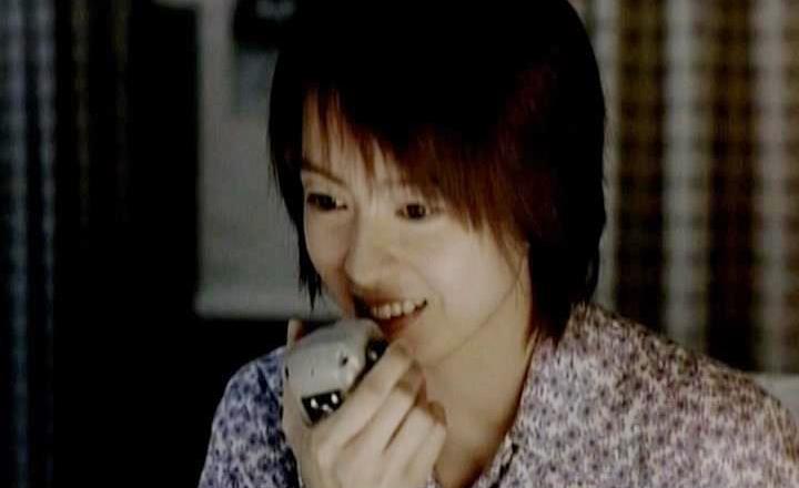 Ngày nọ, khi cô đang mơ mộng về Văn Đào thì nhận được cuộc gọi qua radio kết nối tới Gia Huy và họ bắt đầu trò chuyện.