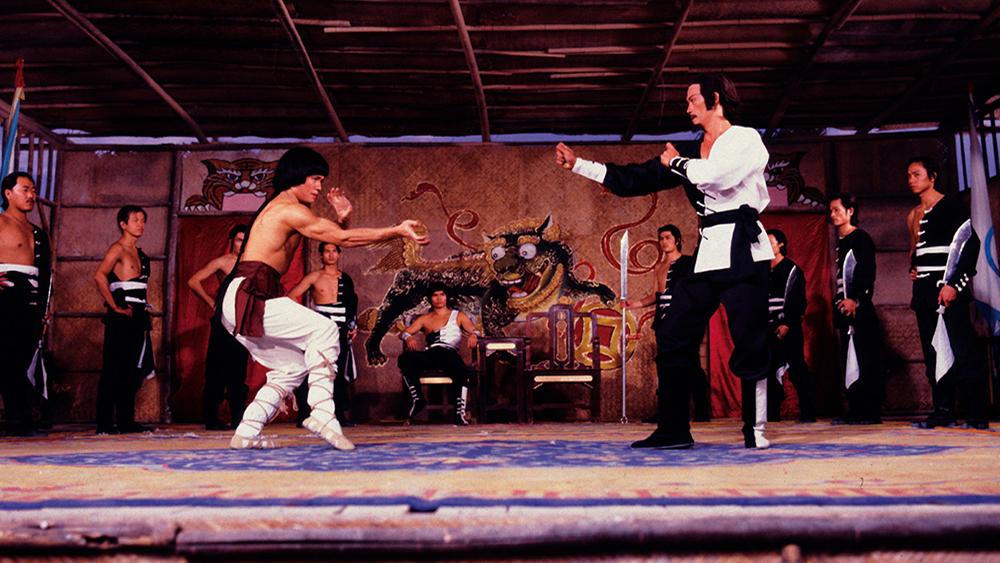 Hai môn phái trứ danh đó là Thiếu Lâm và Võ Đang xung đột với nhau