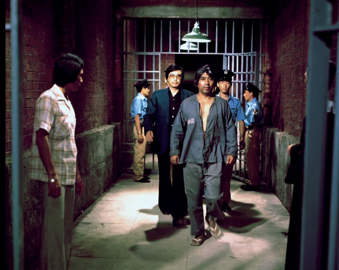 Trong khi chống trả lại bọn côn đồ làm loạn xưởng, ông chủ Lâm vô tình giết chết một tên trong số chúng và bị tuyên án tử hình.