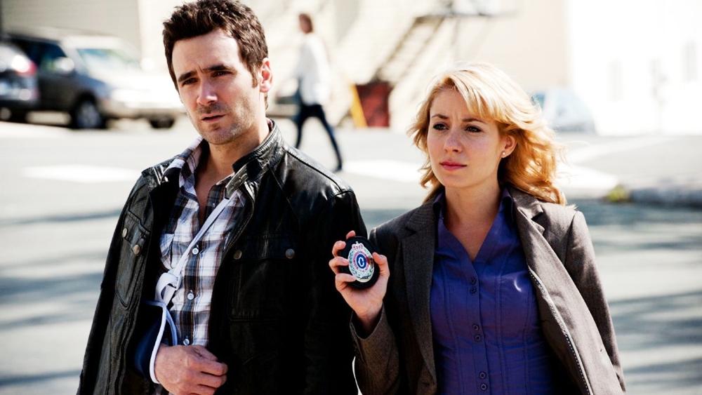 Anh và cô nàng cảnh sát Leslie Bennett dần dần có mối quan hệ tình cảm tốt đẹp với nhau