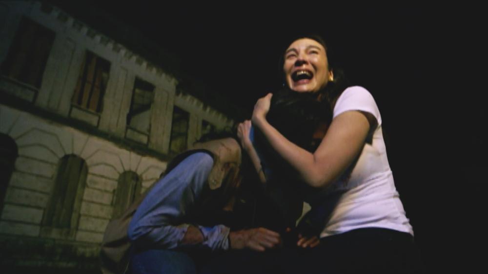 Cô cùng đoàn làm phim của mình đi khám phá sự thật đằng sau câu chuyện ám ảnh trong khách sạn Diplomat