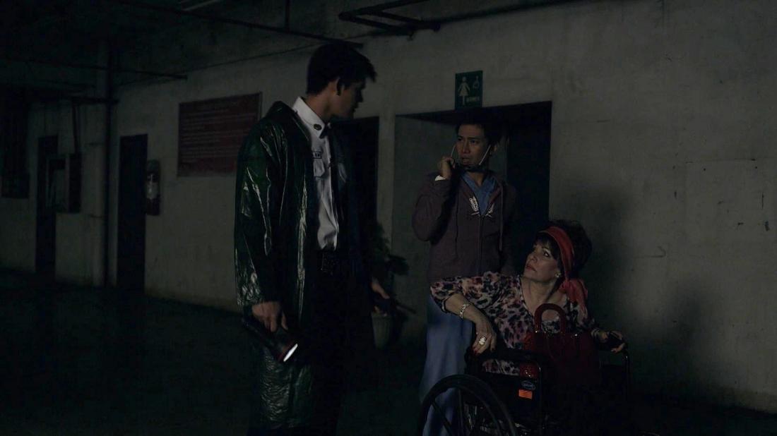 Phim xoay quanh một nhóm người bị kẹt bên trong tầng hầm đậu xe.