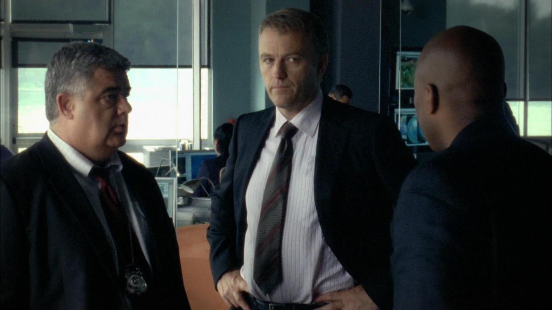 James McGowan trong vai Thiếu tá Mike Kessler.