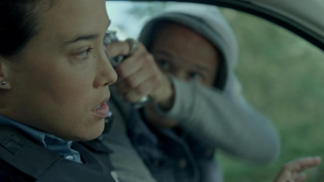 Đồng đội của Nick và Ben trong một tình huống nguy hiểm.