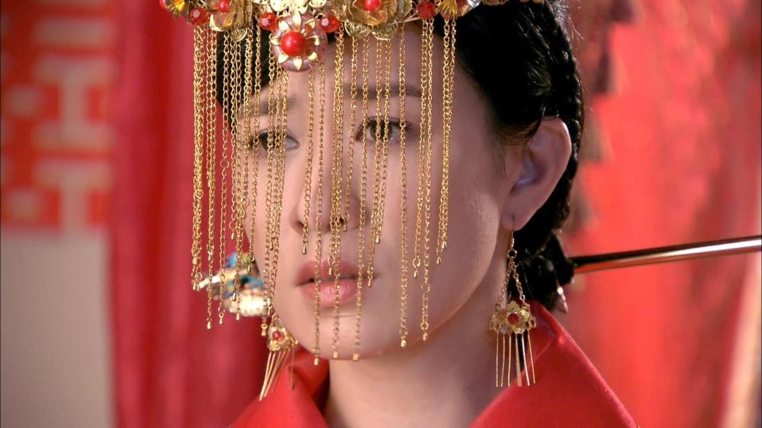 Con gái nuôi của Thẩm Gia là Thẩm Doanh Tú đã thay chị vào làm dâu nhà họ Hứa.