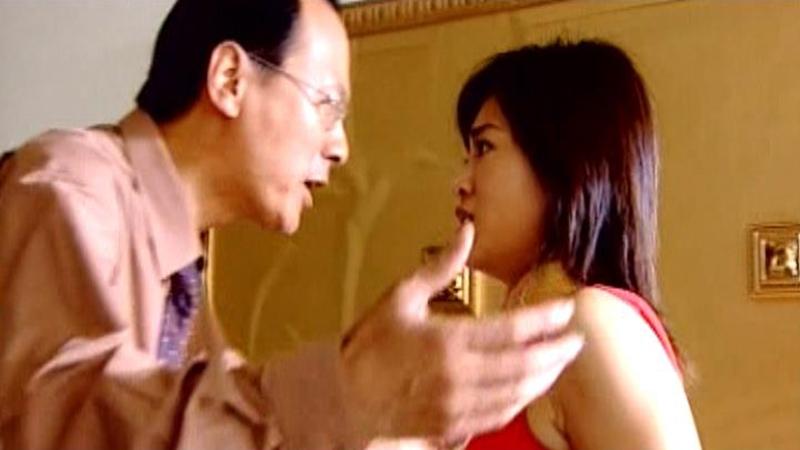 Tô Tĩnh liên tục bị Uông Hiển Thanh - gã Tổng biên tập nơi cô làm việc - quấy rối và đe dọa.