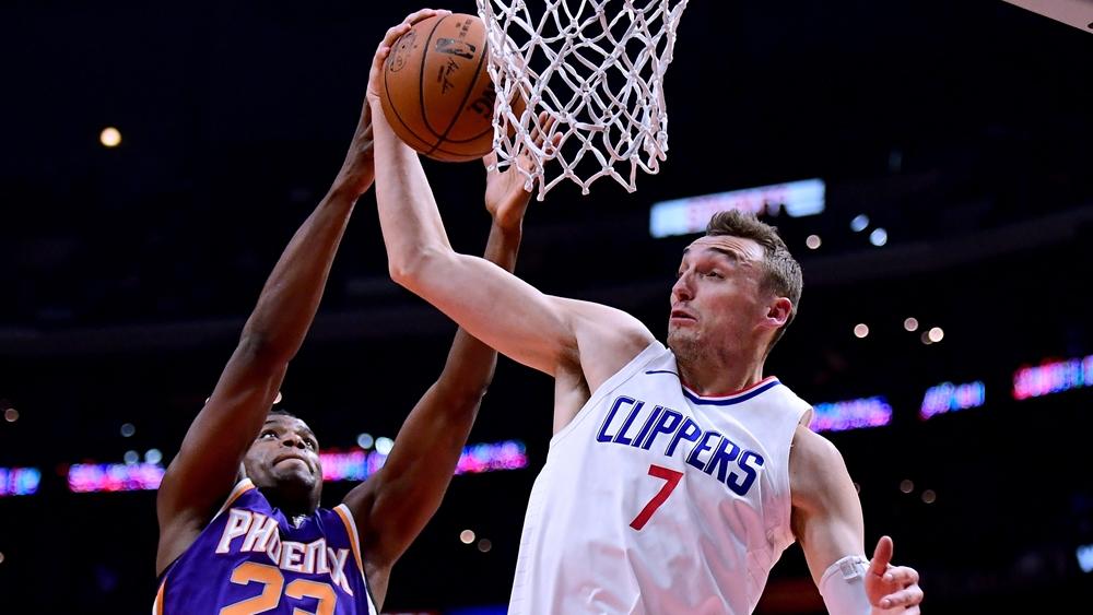 Kỹ thuật chuyền bóng rổ là một trong những kỹ thuật cơ bản nhất của bộ môn.