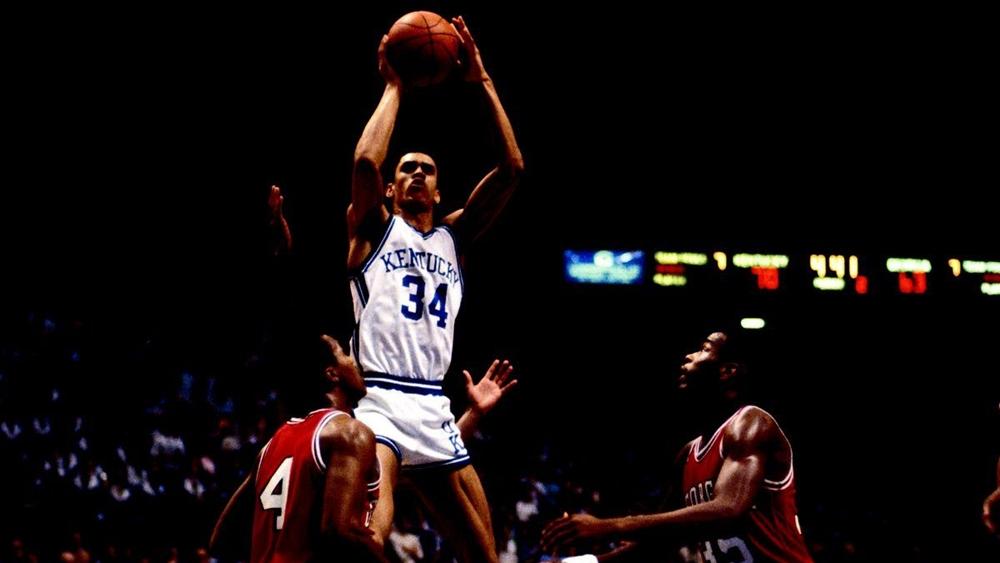 Bóng rổ là một môn thể thao đồng đội đòi hỏi sự phối hợp ăn ý giữa các thành viên trong đội bóng.