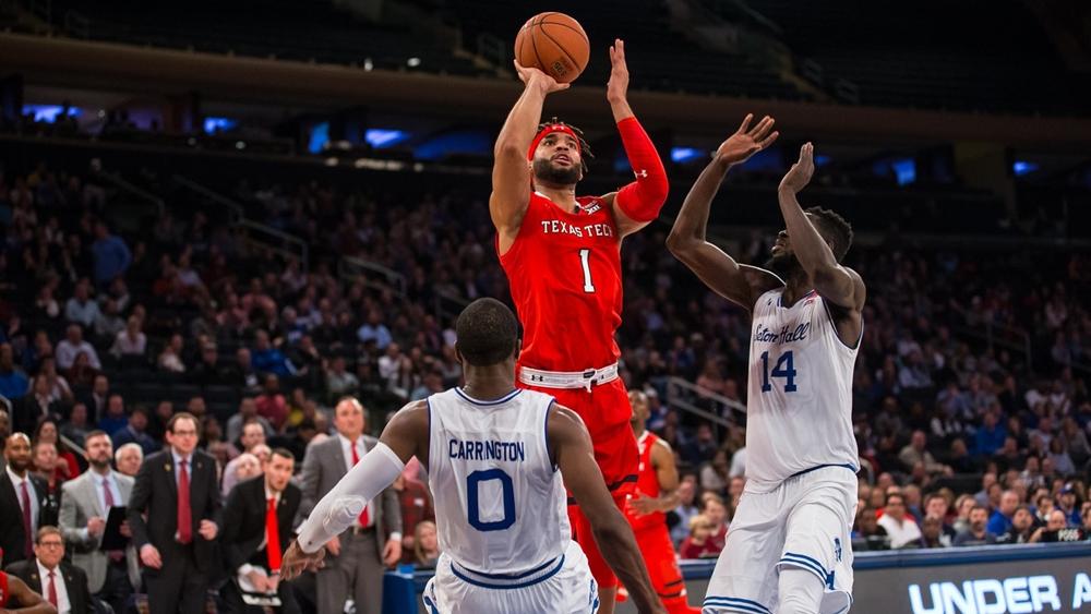 Kỹ thuật chuyền bóng rổ giúp bạn phối hợp với đồng đội.