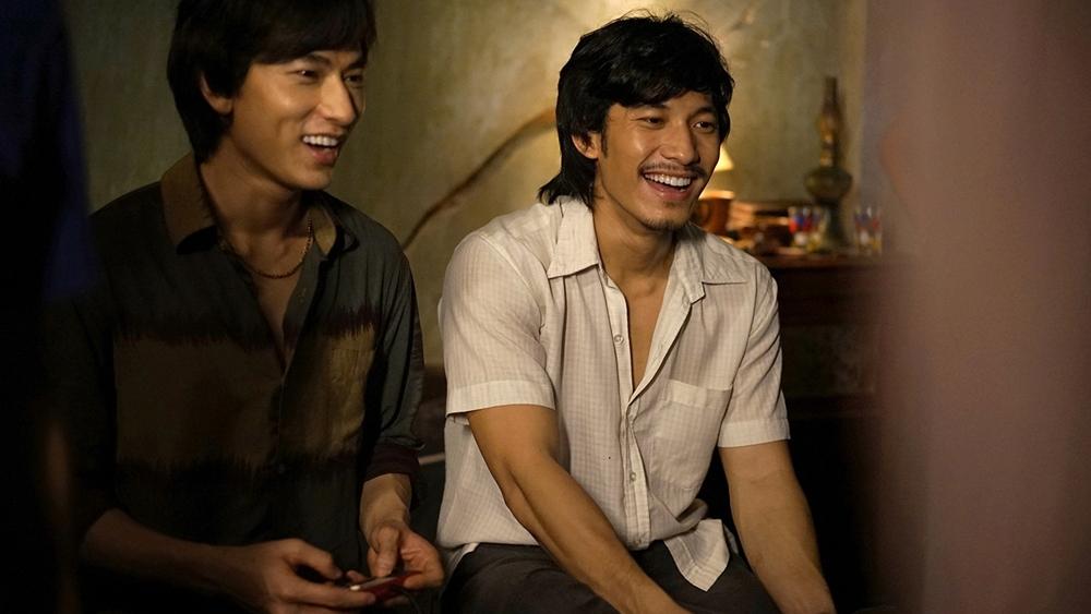Mọi chuyện thay đổi kể từ khi Dung gặp Linh Phụng - kép hát xem nghề diễn như hơi thở.