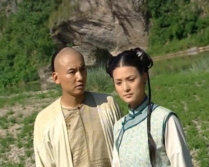 Hai nhân vật Hướng Nam Phi và Tiểu Vân trong ''Sóng Gió Thành Long Hoa''.
