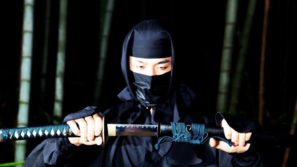 Những kỹ thuật chiến đấu về kiếm dài Nhật Bản (katana) được tổng hợp trong môn Iaido, môn võ cổ truyền được người Nhật Bản đặc biệt coi trọng.